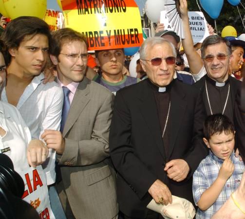 Los obispos de la pancarta